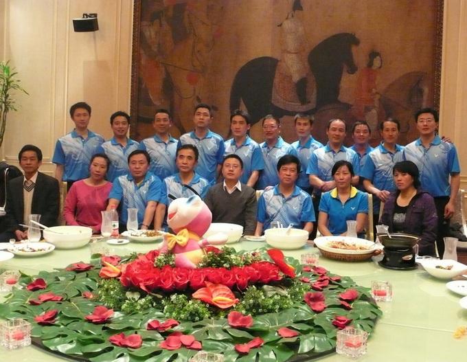 博士来羽毛球队参加武汉市友好比赛